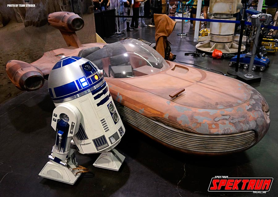 Landspeeder and R2-D2 full-size
