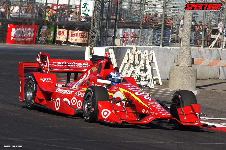 Driver Scott Dixon shredding through the corners at Long Beach