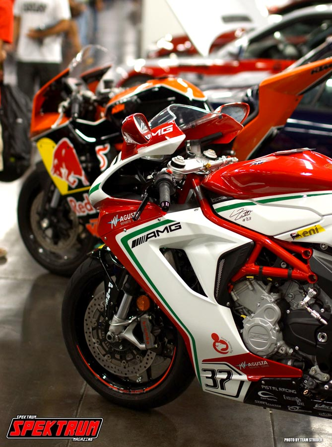 Row of sport bikes looking all groovy