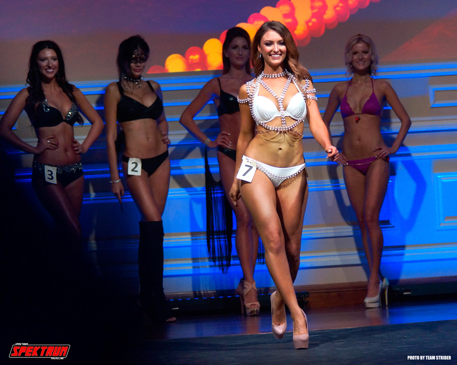 Inessa coming down the catwalk during the swimsuit competition