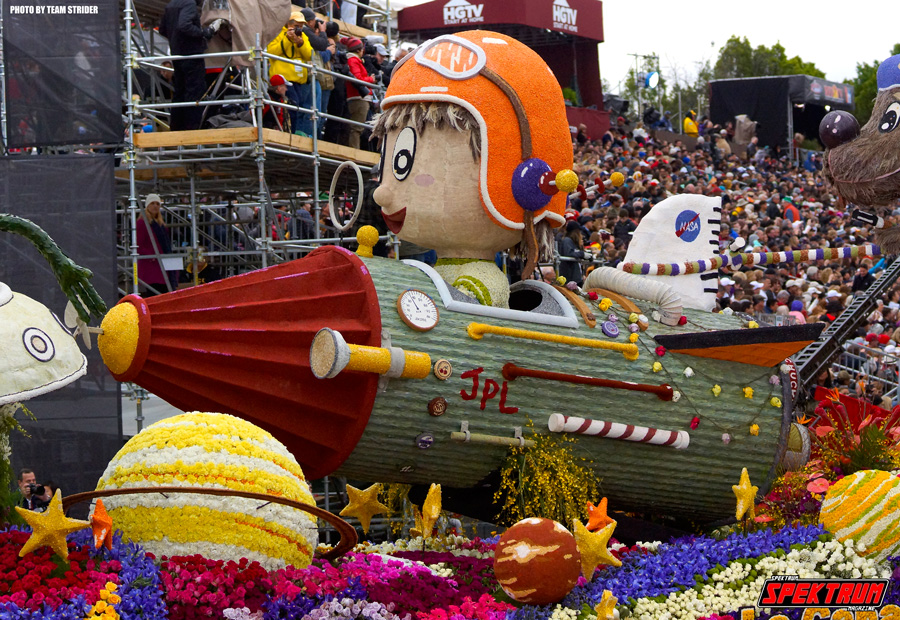 I love this bright and colorful float!
